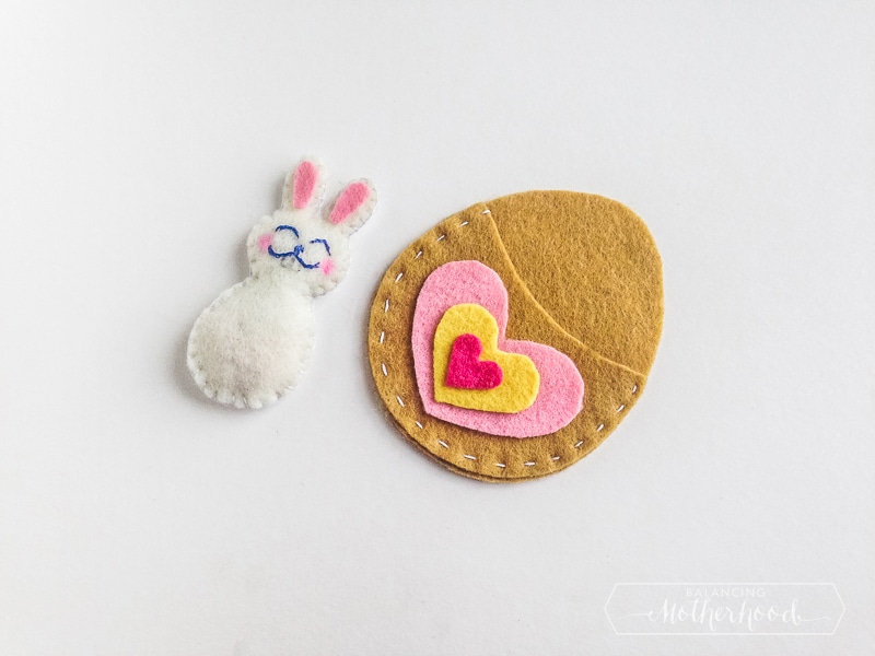 Learn how to make this Easter bunny felt craft free pattern now!